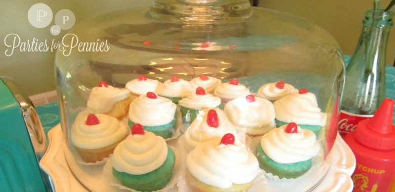 Drive-In-Party-cupcakes-table-setup-1024x768