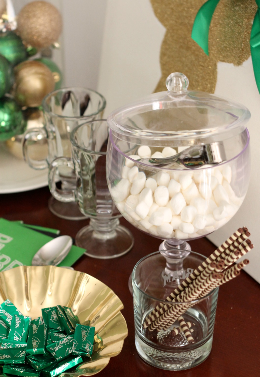 10 Budget-Friendly Christmas Entertaining Ideas by PartiesforPennies.com