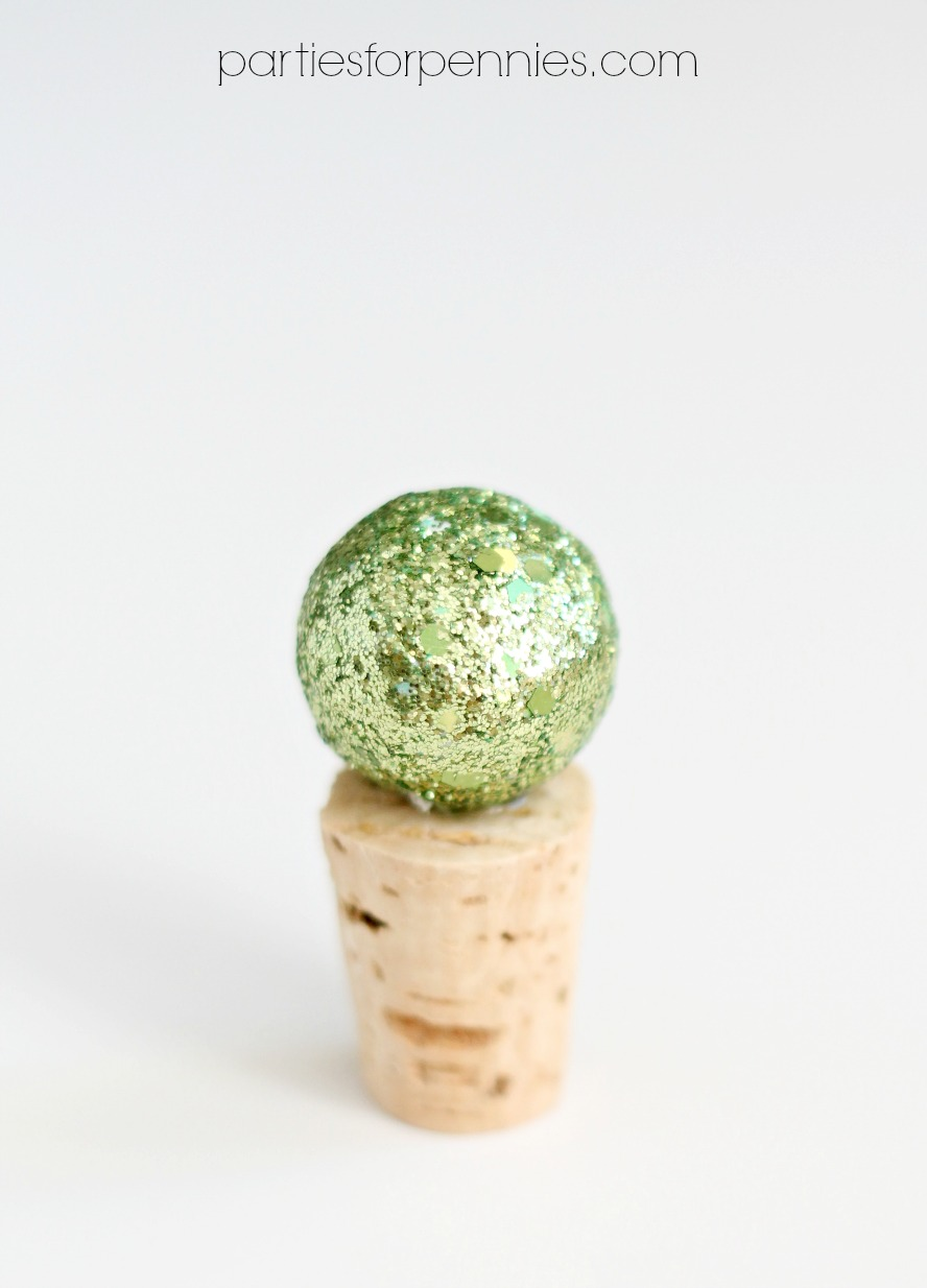 DIY Wine Stopper - green ornament by PartiesforPennies.com