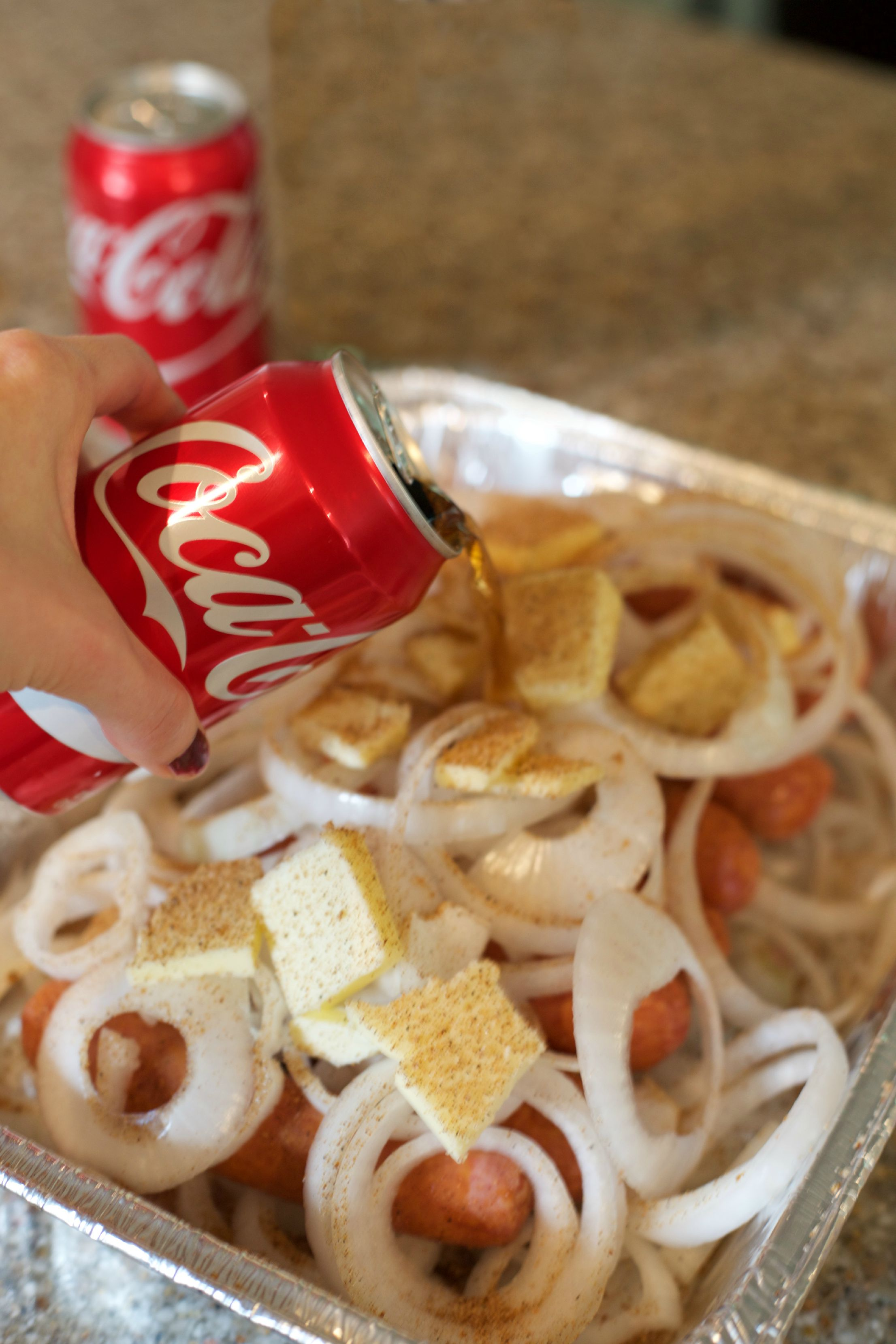 Coca-Cola Fall Football Sam's Club | How to Throw a Tailgate Party | Coca-Cola Bratwurst Recipe |PartiesforPennies.com | #tailgate #floridagators #universityofflorida #shareyourspirit