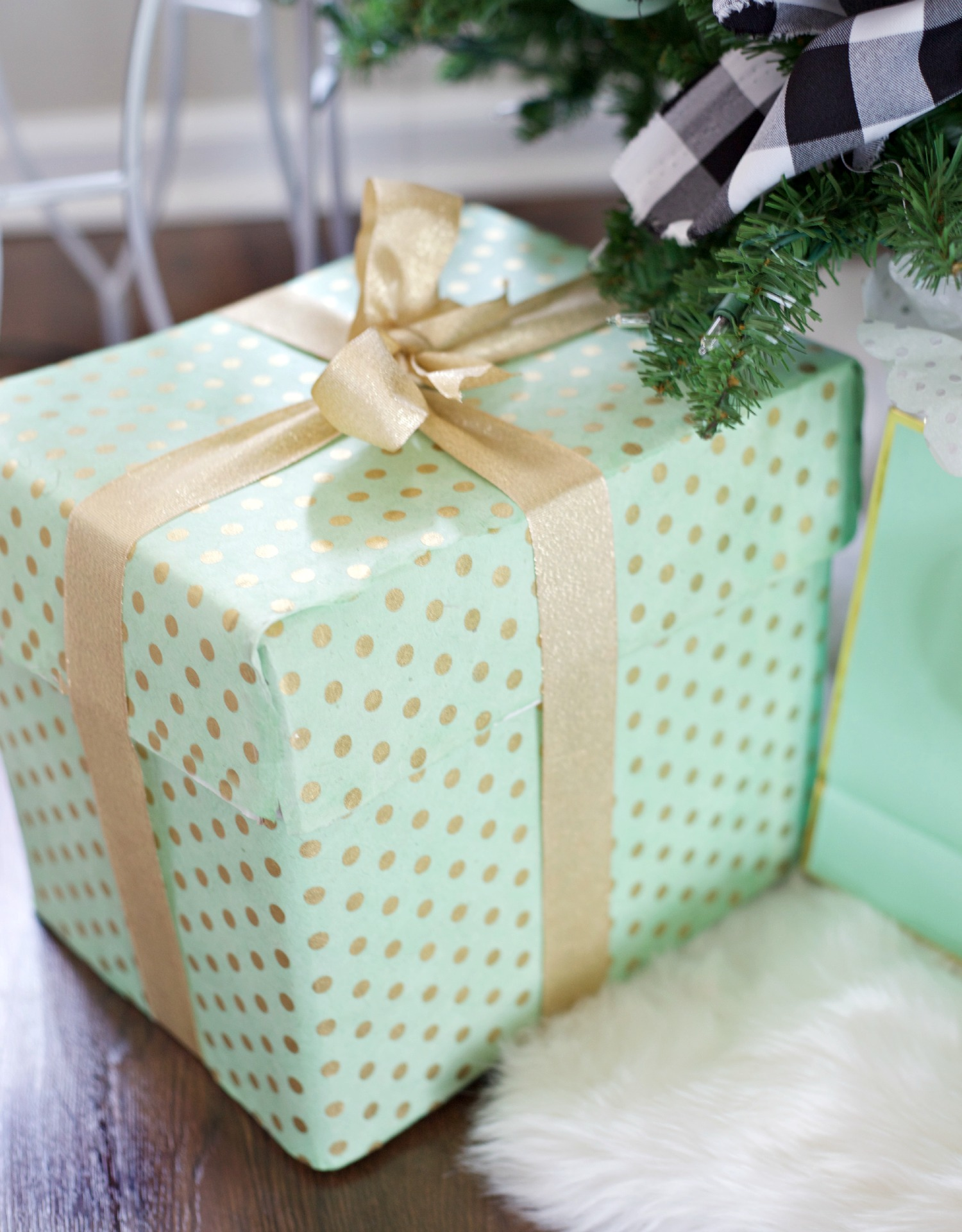Easy Christmas Decorating Ideas | PartiesforPennies.com | Budget Friendly | Mint & Gold Wrapping Paper| Present
