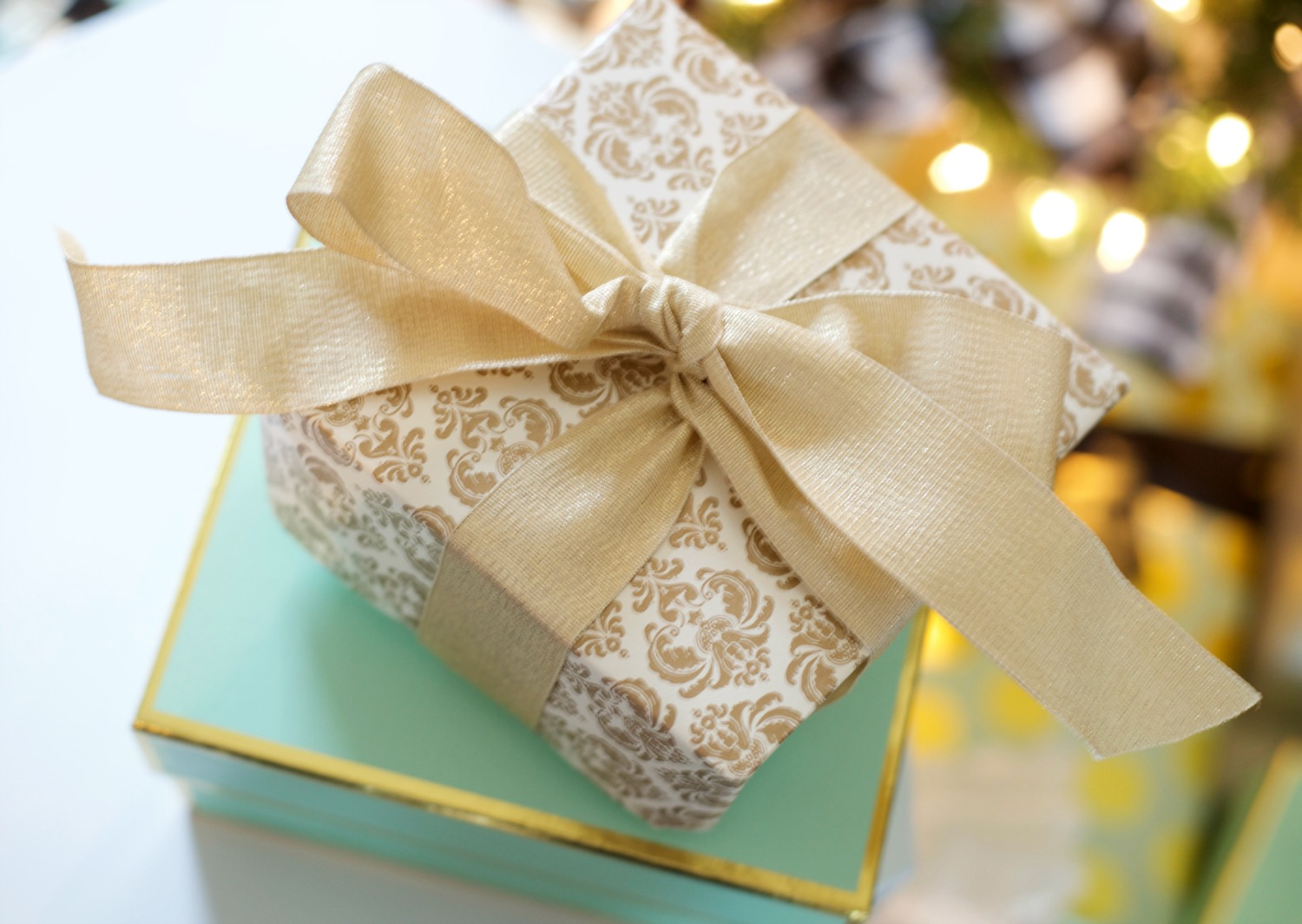 DIY Gift Box by PartiesforPennies.com | Gift Wrap, Homemade Gift, Christmas, Present, Paper Craft