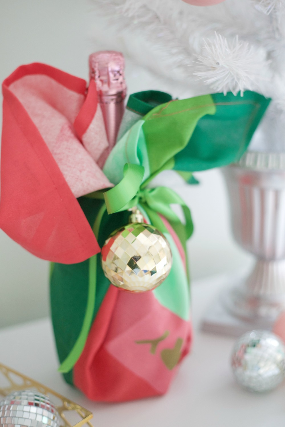 Easy Hostess Gift Idea for the Holidays by PartiesforPennies.com | Wine gift, Christmas present, Gift Idea