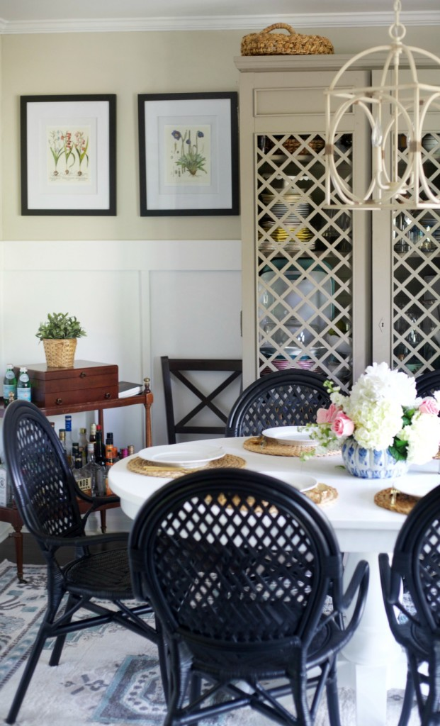 How to Entertain in a Small Space by PartiesforPennies.com | 5 Tips to help you plan a dinner party, get together, or party in a small space. | Apartment living, small house, entertaining, Appetizer, dessert, dining room