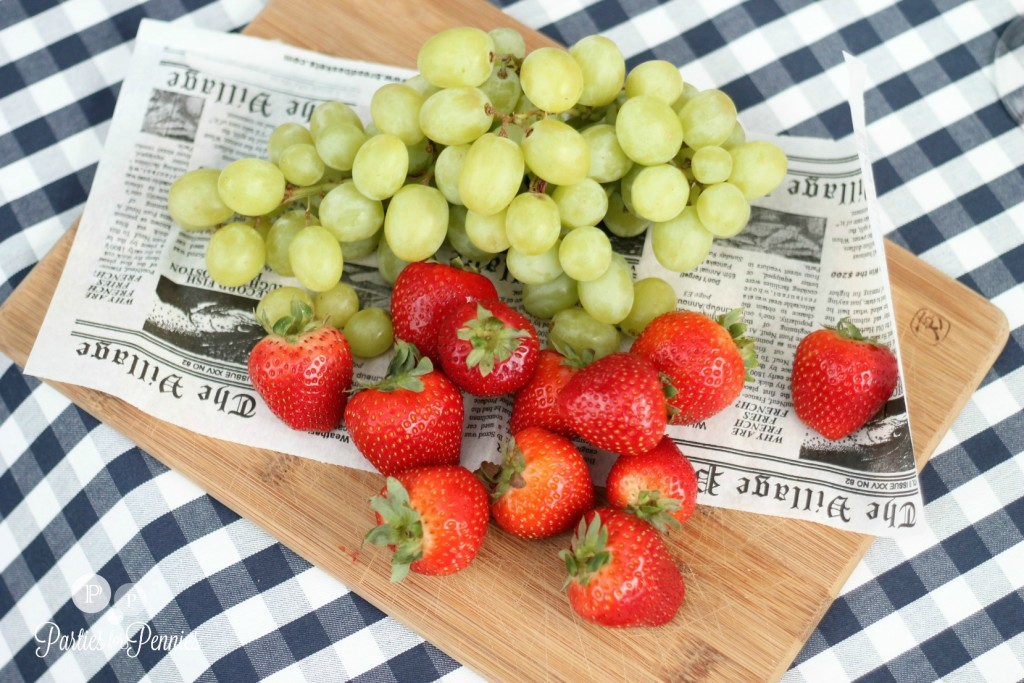 Labor-Day-Picnic-by-PartiesforPennies.com | Throw a fun & budget-friendly Labor Day Party with these simple ideas!