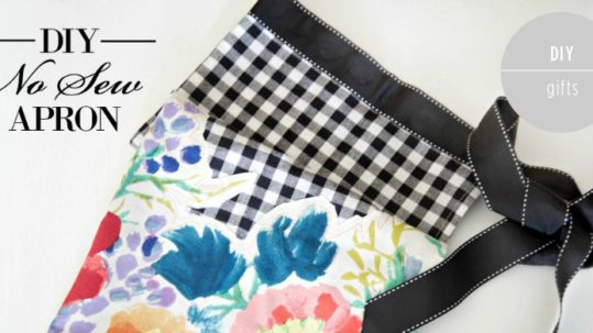 DIY No-Sew Apron by PartiesforPennies.com   Gift, Homemade Gift, DIY Gift, Heidi Rew, Christmas, Bridesmaid gift, Wedding Gift, No Sew, Apron, Hostess Gift, Kitchen Towel